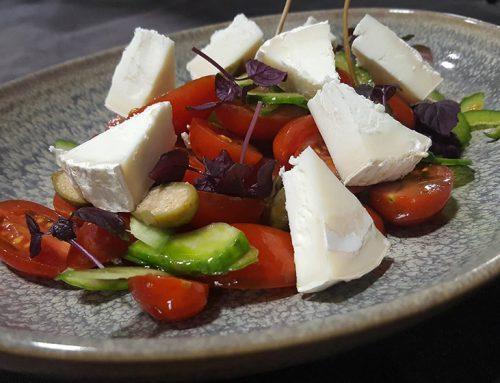 Σαλάτα με ντοματίνια και κατσικίσιο τυρί (4 άτομα)